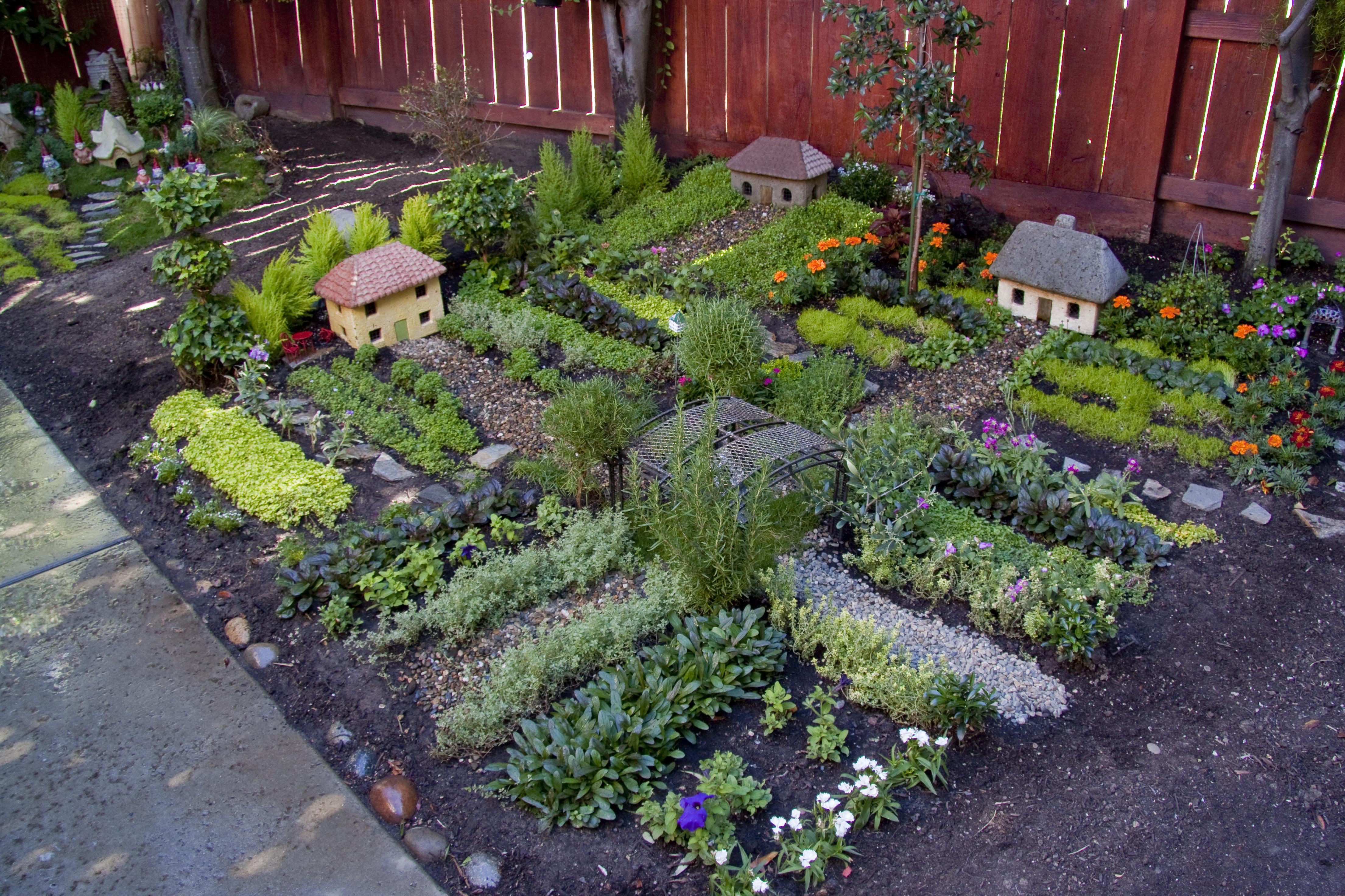 nancys miniature garden - Gnome Garden